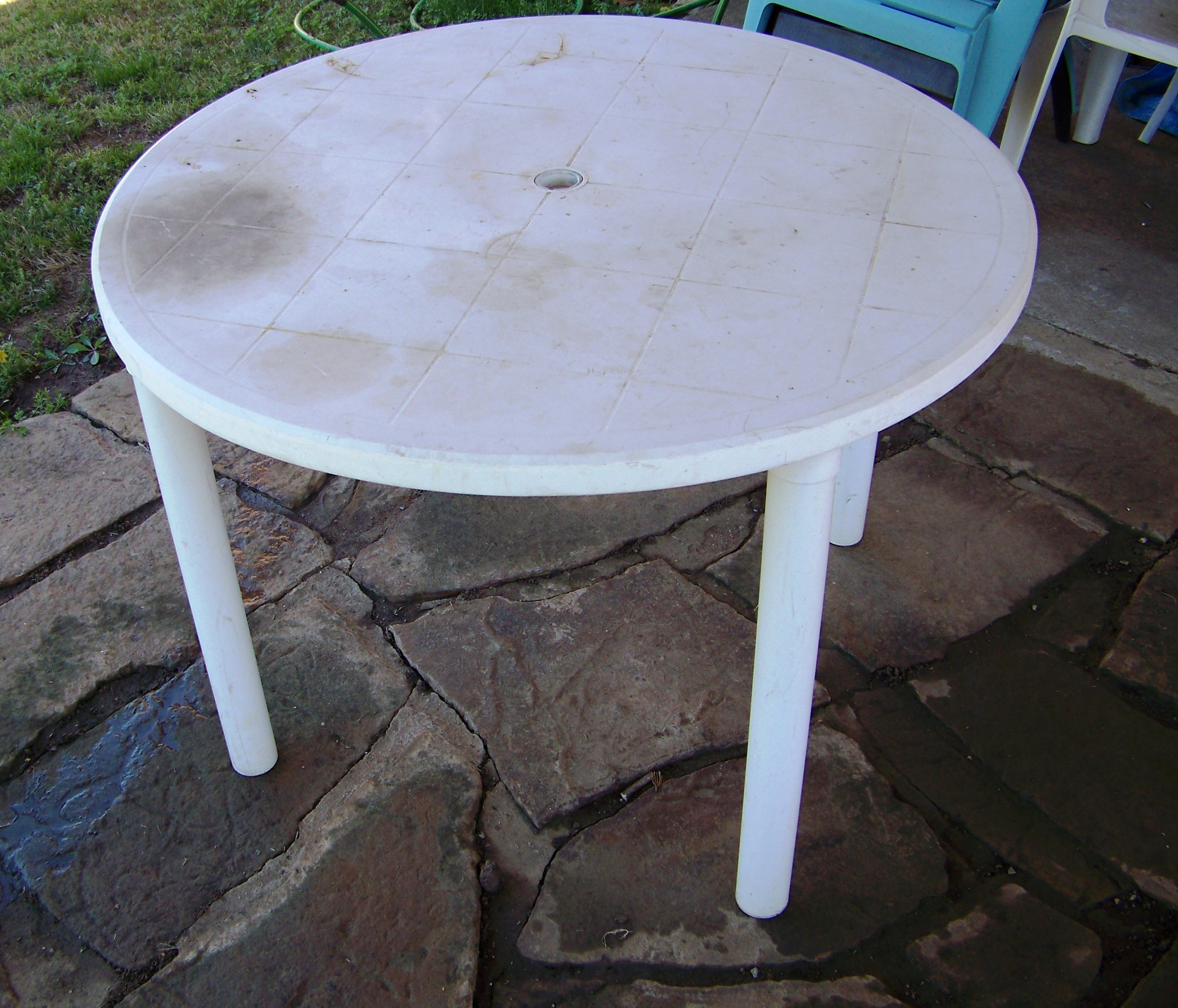Saturday project refinish a table my crazy blessed life for Pvc patio table